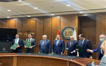 """""""البترول"""" توقع اتفاقية لإنشاء مدرسة للتكنولوجيا التطبيقية ببورسعيد"""