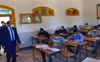 محافظ أسوان يتفقد لجان امتحانات الدبلومات الفنية| صور