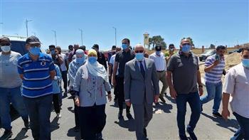 محافظ بورسعيد يؤكد قرب الانتهاء من تطوير شارع الشاحنات   صور
