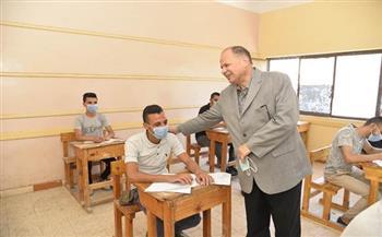 محافظ أسيوط يتفقد لجان امتحانات الدبلومات الفنية بمدارس الثانوية الميكانيكية والجهاد الابتدائية|صور