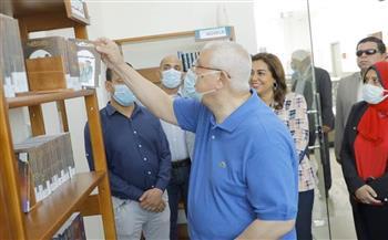 المستشار عدلي منصور يتفقد مكتبة مصر العامة بـ«عزبة البرج» والمدينة الصديقة للنساء في دمياط