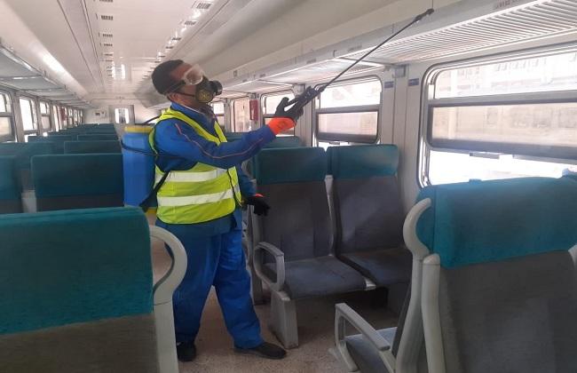 السكة الحديد تواصل تطهير وتعقيم المحطات والقطارات لمنع انتشار كورونا