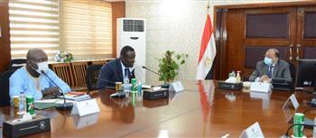وزير التنمية المحلية يلتقي وفد اتحاد مجالس ومدن الكاميرون لبحث مجالات التعاون|صور