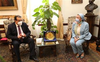 وزيرة البيئة تشهد تسليم مستشفى النساء والتوليد مستلزمات وأدوات طبية