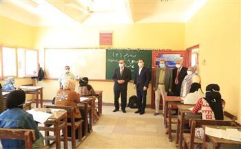 محافظ كفر الشيخ يتفقد لجان الثانوية العامة خلال الامتحان التجريبي لطلاب القسم العلمي