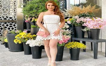 بفستان أبيض.. نسرين طافش تستمتع بأجواء عطلتها الصيفية