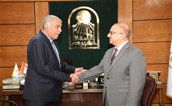 رئيس جامعة أسيوط يؤكد عمق العلاقات مع جامعات اليمن  صور