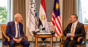 وزير الخارجية الماليزي يبحث مع رئيس «اقتصادية القناة» فرص الاستثمار