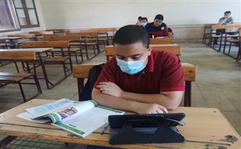 وكيل «تعليم الجيزة» يتابع الامتحانات التجريبية للثانوية العامة والدبلومات الفنية   صور