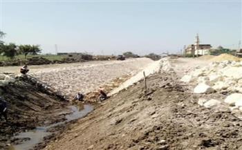 رصف الطرق وتبطين الترع واستكمال الصرف الصحي بمركز الرياض في كفر الشيخ  صور