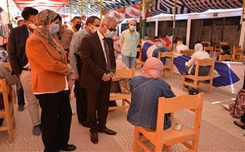 رئيس جامعة بورسعيد يشيد بتجربة اختبار 76 طالبا وطالبة بكلية التمريض إلكترونياً  صور