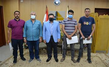 تكريم عدد من مشرفي الأمن لضبطهم حالة سرقة بحرم جامعة دمياط   صور