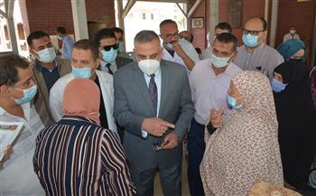محافظ سوهاج يتفقد سير العمل بمستشفى الرمد | صور