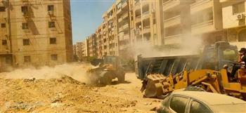 محافظة الجيزة: رفع 500 طن مخلفات من هضبة الأهرام   صور