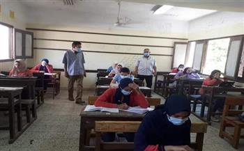 وكيل التربية والتعليم بالبحر الأحمر يتابع الامتحان التجريبي للثانوية العامة   صور