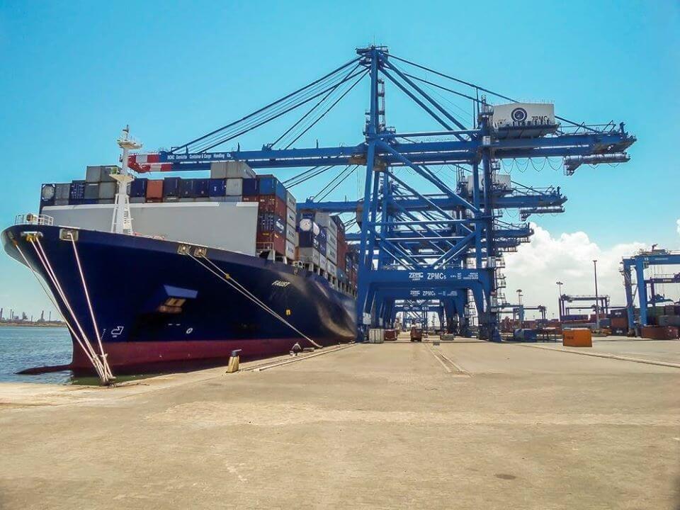 ميناء دمياط يتعامل مع  سفينة متنوعة