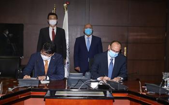 وزير النقل يشهد توقيع عقد تنفيذ مشروع تحديث نظم الإشارات والاتصالات بخط «نجع حمادي - الأقصر» |صور