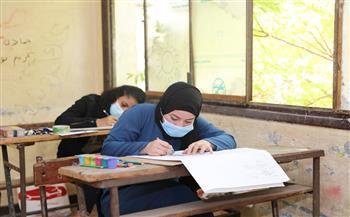 طلاب الدبلومات الفنية يؤدون الامتحان في رابع أيام الدور الأول| صور