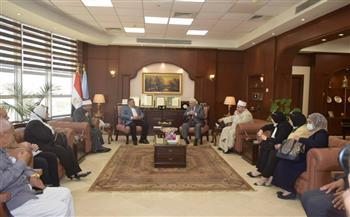 محافظ البحر الأحمر يناقش مع لجنة الشئون الدينية بـ «النواب» معوقات نقل الورش للحرفيين
