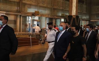 وزير النقل في زيارة مفاجئة لمحطة مصر للسكك الحديدية| صور