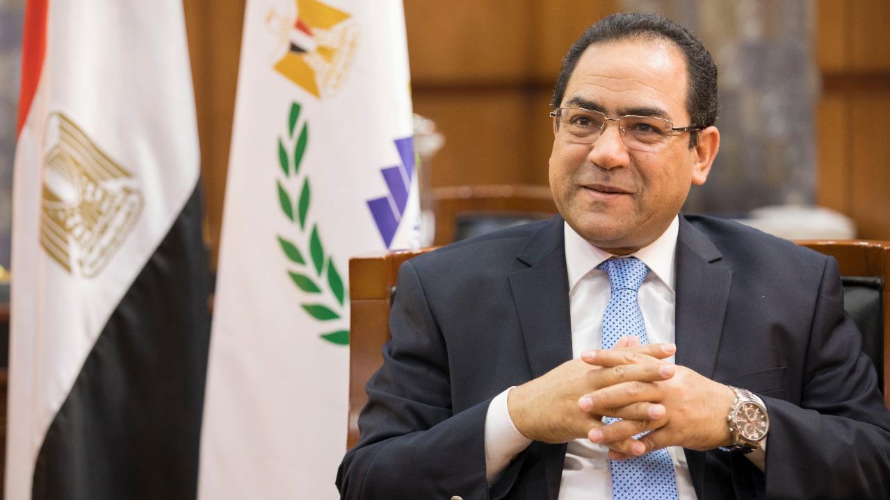 الشيخ  يستعرض سياسات الإصلاح الإداري وتدريب الموظفين المرشحين للانتقال للعاصمة الجديدة