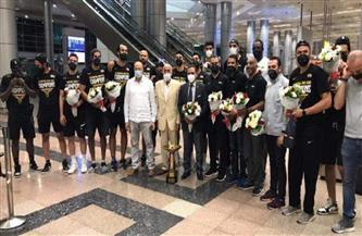 حسين لبيب على رأس مستقبلي بعثة أبطال إفريقيا للسلة بمطار القاهرة
