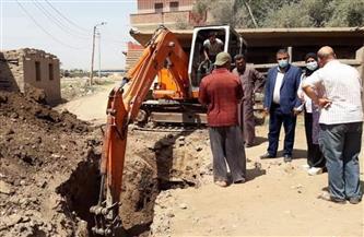 بدء أعمال الحفر لتوصيل الصرف الصحي بمنطقة الشيخ رمضان بقويسنا في المنوفية | صور