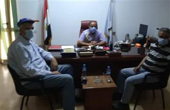 رئيس مدينة القصير يلتقي فريقًا بحثيًا تابعًا لمركز بحوث الصحراء  صور