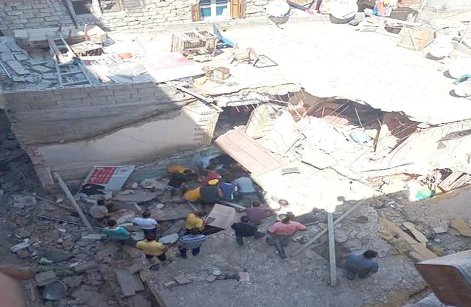 استمرار البحث عن  مفقودين أسفل أنقاض عقار الإسكندرية المنهار