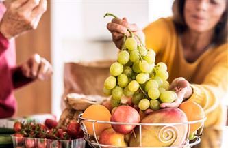 هل تناول الفاكهة بعد الأكل يسبب أزمة صحية؟