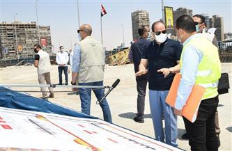 الرئيس السيسي يناقش المسئولين في بعض مواقع العمل بقطاعات الطريق الدائري | صور