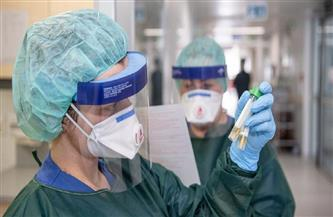 باحث: سببان لتحورات كورونا.. والفيروس سيتعايش معنا