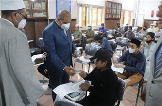 رئيس جامعة الأزهر يتفقد لجان امتحانات كليات الدراسة ويوزع هدايا على الطلاب   صور
