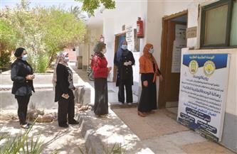 جامعة الوادي الجديد تقود حملة لتطعيم العاملين بالكليات ضد كورونا | صور