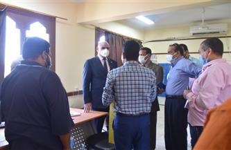 رئيس جامعة الأقصر يتفقد انطلاق حملة تطعيم فيروس كورونا | صور