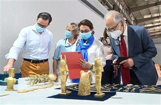 وزيري: مصنع المستنسخات الأثرية يمتلك 150 من الفنانين والمرممين ذوي خبرة وكفاءة عالية |صور