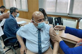 """بدء حملة تطعيم أعضاء هيئة التدريس والعاملين بلقاح """"كورونا"""" في جامعة الفيوم"""