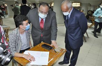 تفاصيل جولة رئيس جامعة حلوان بامتحانات الكليات.. وإجراءات مواجهة كورونا  صور