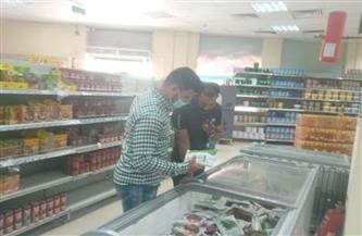 حملة تفتيشية على الأسواق ومنافذ بيع السلع الغذائية في القصير |صور