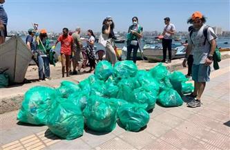 حملة لتنظيف شاطئ الصيادين في «بحري» من مخلفات البلاستيك| صور