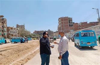 رصف طريق «كفور الرمل» في قويسنا| صور