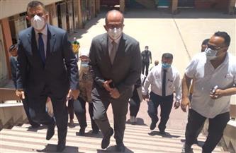 رئيس جامعة عين شمس يجري جولة تفقدية بامتحانات كلية الألسن | صور