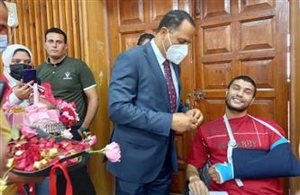 رئيس جامعة دمنهور يوزع الشيكولاتة داخل لجان الامتحانات   صور