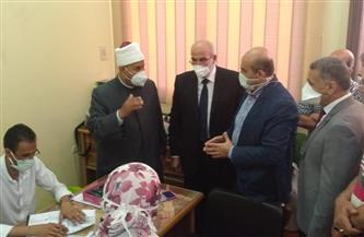نائب رئيس جامعة الأزهر للوجه البحري يتابع حملات تطعيم لقاح كورونا | صور