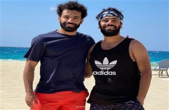 محمد صلاح برفقة شقيقه أثناء قضاء عطلته الصيفية