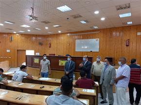 نائب رئيس جامعة المنصورة يتفقد اختبارات الفصل الدراسي الثاني | صور