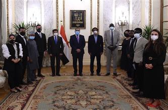 """رئيس الوزراء يستقبل ممثلين عن الشباب المشارك في منحة """"ناصر"""" للقيادة الدولية"""