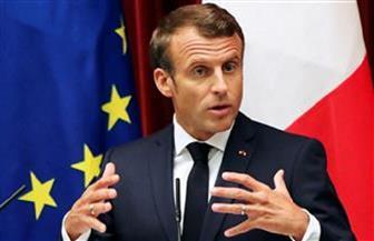 الفرنسيون يبحثون عن سبب صفع «ماكرون» على وجهه