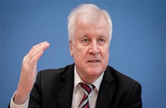 وزير الداخلية الألماني يشيد بالحملة الأمنية الدولية ضد المافيا في 16 دولة