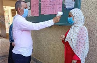 تطبيق إجراءات كورونا على طلاب الإعدادية أثناء الامتحان بالغربية   صور